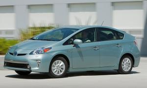 Toyota_Prius_Plugin_3qtr-620