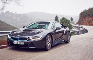 bmw-i8-rainy-road-620_0